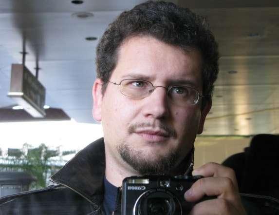 Frederico Duarte Carvalho est journaliste et écrivain