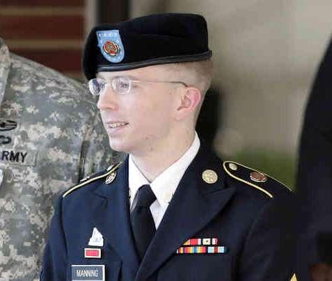 Le jeune soldat américain, Bradley Manning sous le coup de 22 chefs d'inculpation pour avoir livré des informations confidentielles à Wikileaks.