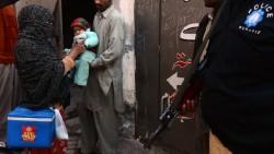 Au Pakistan et en Afghanistan, les islamistes ont ouvert un nouveau front. Une autre guerre, méconnue, une guerre contre un vaccin : celui de la polio.