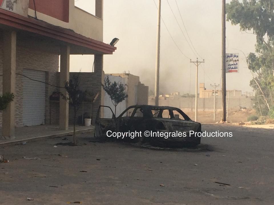 Warshefana  : une voiture a brulé pendant les combats. Le corps mutilé des passagers portent la preuve de tortures.