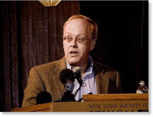 Ancien correspondant de guerre pour le New York Times, Chris Hedges est écrivain. Il a été auréolé du prix Pulltizer en 2002 (avec le reste de son équipe du New York times) pour un reportage consacré au terrorisme.