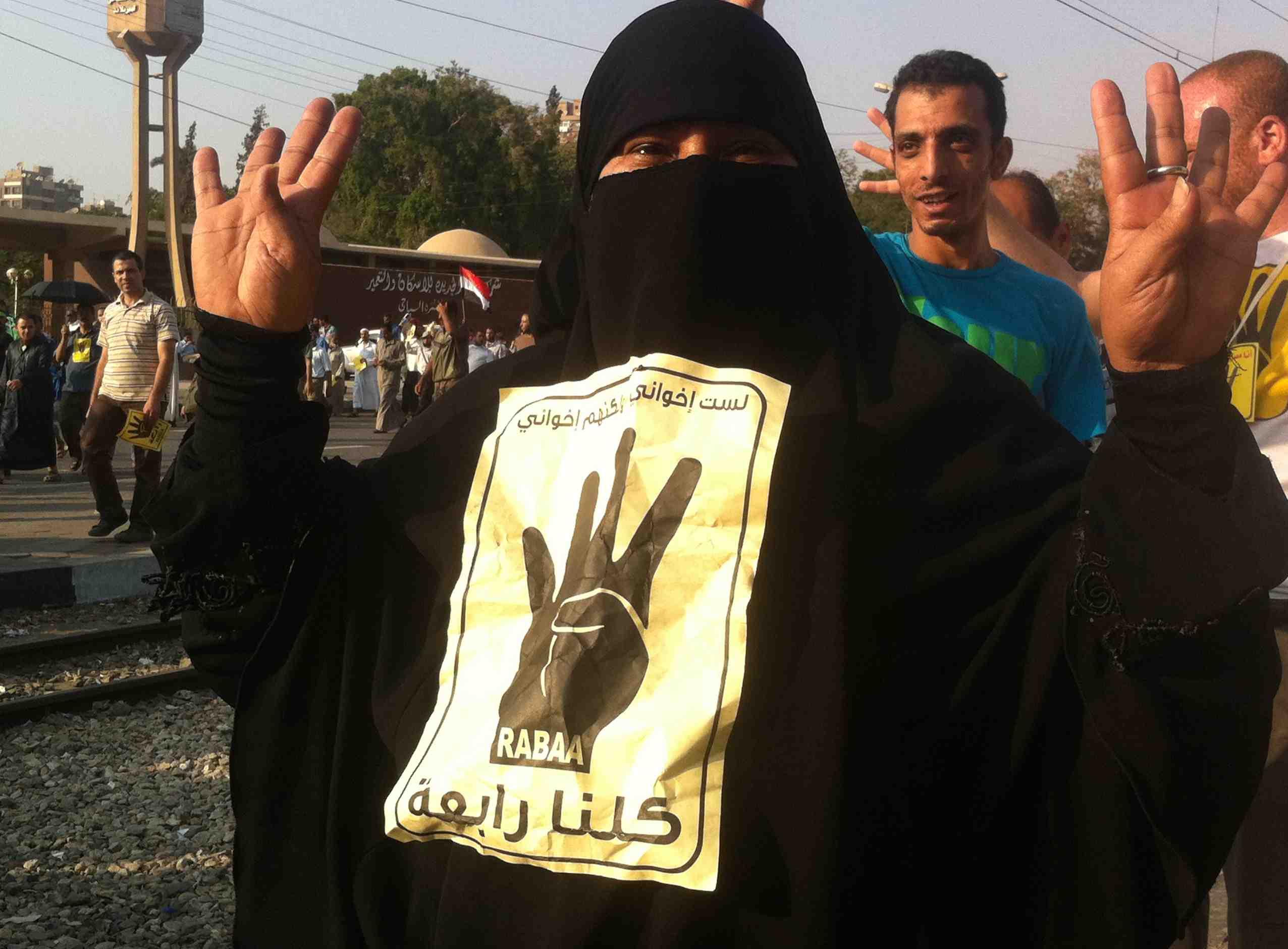 Manifestation au Caire de partisans du président déchu Mohamed Morsi, issu des frères musulmans, au cours de l'été 2013. Des rassemblements désormais interdits en Egypte. Photo : F.A / Intégrales Productions