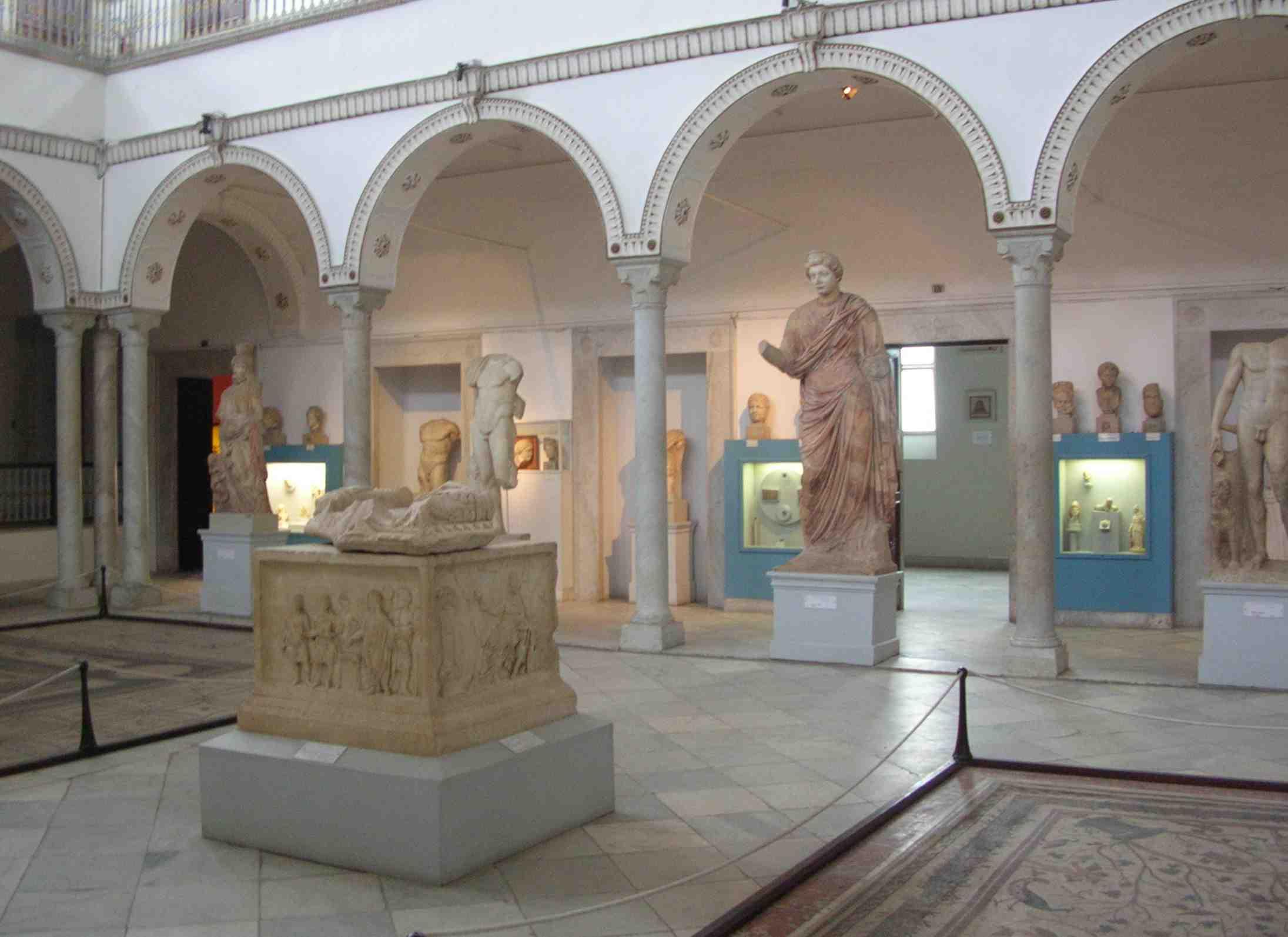Le musée Bardo de tunis regroupe une impressionnante collection de mosaïques orientalistes. Il est visité par des centaines de touristes chaque jour.