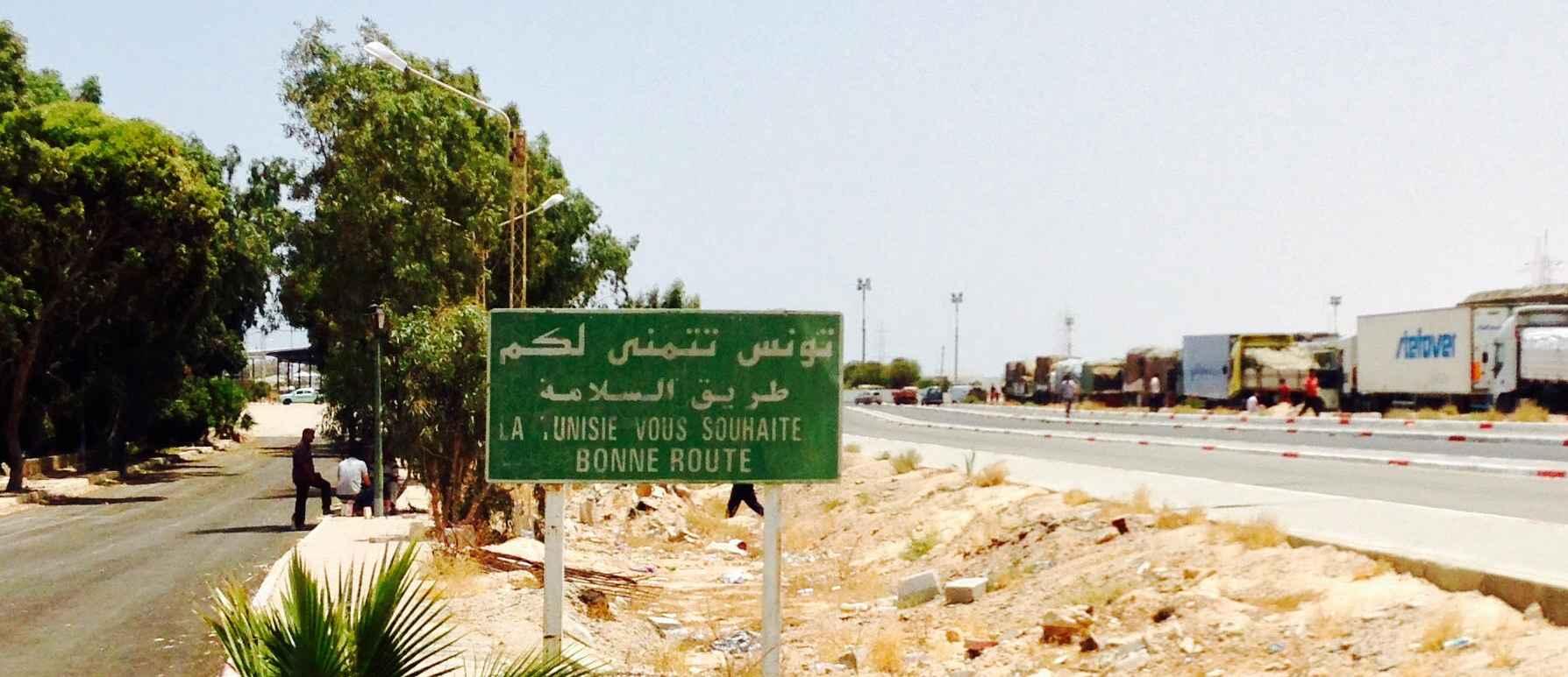 Les autorités tunisiennes recommandent désormais à leurs ressortissants de quitter la Libye. Image : F.A. / Intégrales Mag