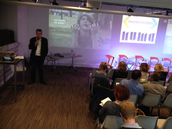 Eric Scherer introduit la soirée en identifiant les 5 défis pour les médias