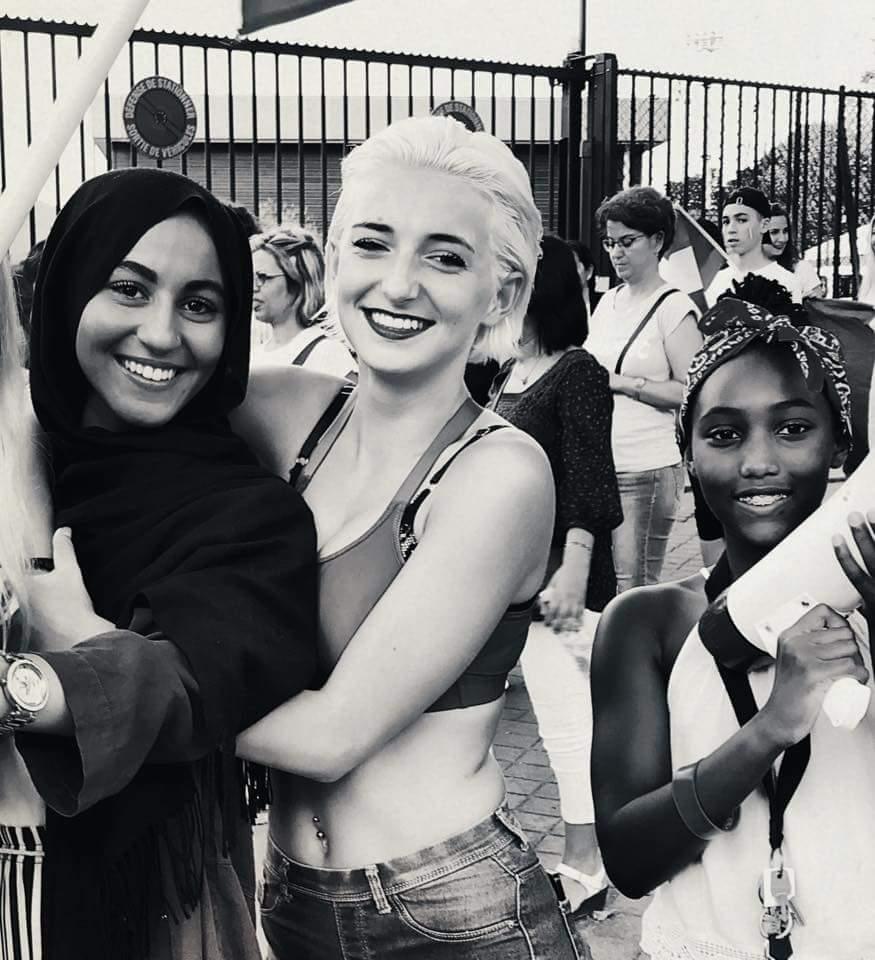 Jeunes filles françaises nées après 1998 célébrant la victoire de 2018